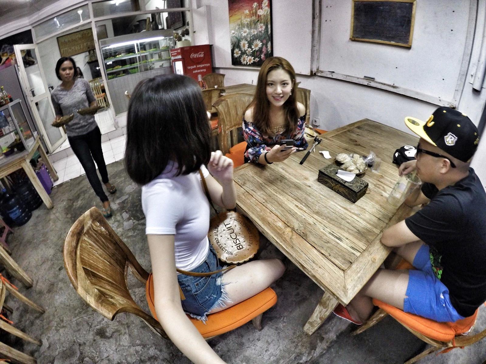 一男两女�:h�b�9�yf_艳羡:两女一男无关爱情的巴厘岛之旅