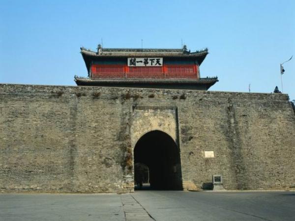 """山海关是明代万里长城的东部起点,这里有全国闻名的""""天下第一"""