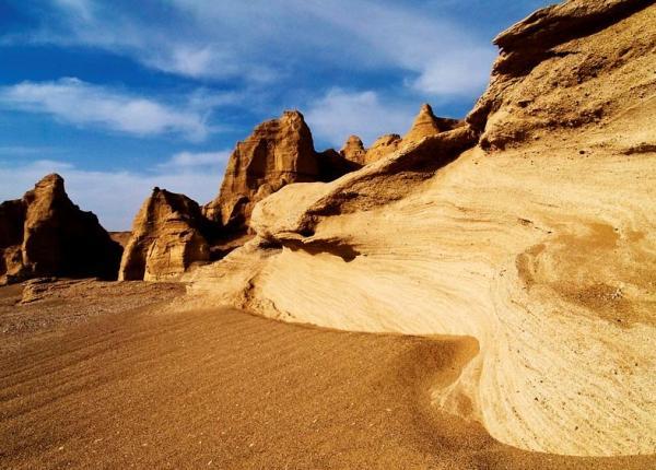 敦煌旅游景点图片_敦煌旅游景点图片梦回敦煌尽赏大漠孤烟直