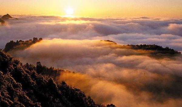 """冬季庐山有什么好玩的     庐山位于我国江西省九江市,是一处以""""雄"""","""""""