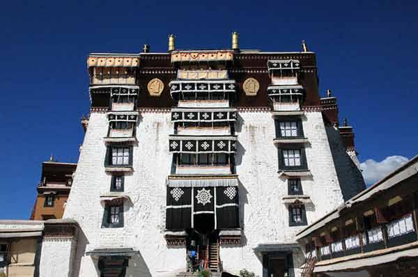布达拉宫的资料 西藏拉萨布达拉宫的传说