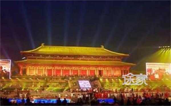 西安大明宮遺址公園夜景圖片