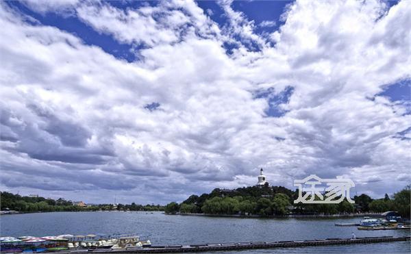 北京北海公园景点介绍 北海公园中,有东岸景区,北岸景区,团城,琼岛