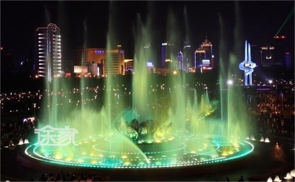 济南周边自驾游景点   作为济南标志性建筑的泉城广场,一直以来就吸引