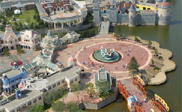 大连发现王国主题公园分为六大景区,分别是婚礼殿堂,疯狂小镇,传奇