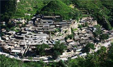 经过阎村镇,坨里镇,河北镇,佛子庄乡,沿108国道至红煤厂三岔路口,看见