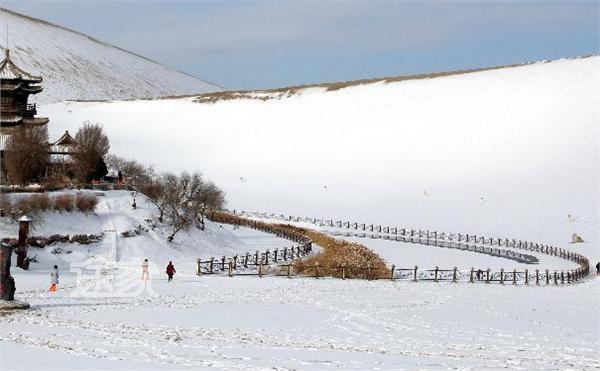 月牙泉冬日美景