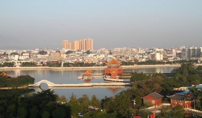 云南红河州及蒙自市2011年度职工月平均工资是多少?